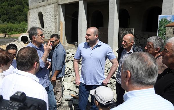 Mamuka Bakhtadze visits Construction site of a Memorial Residence of Goderdzi Chokheli