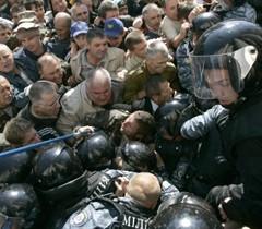 In Kiev Chernobil-affected people tried to invade Rada