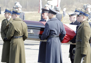 Plane with Lech Kaczynski`s body lands in Warsa