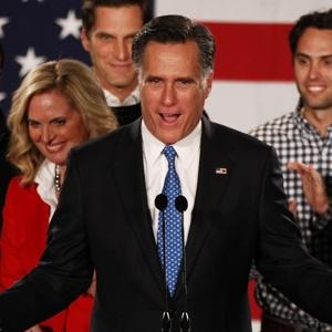 Iowa caucuses: Romney pips Santorum