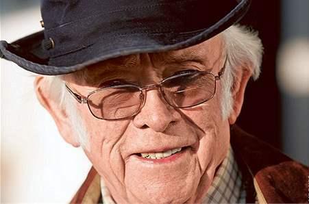 Czech author Josef Skvorecky dies aged 87