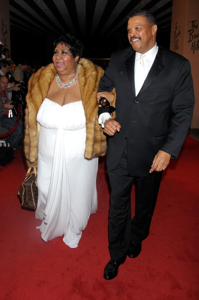 Aretha Franklin announces engagement