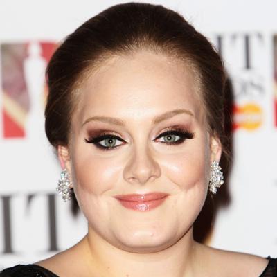 Adele album 21 returns to top of album chart